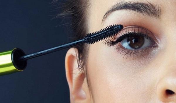 Những câu nói hay về kinh doanh mỹ phẩm làm đẹp mascara